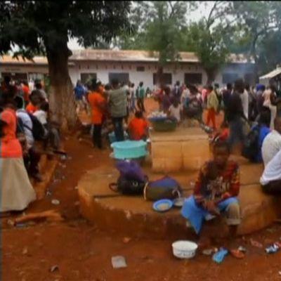 Människor har flytt till sjukhus och kyrkor