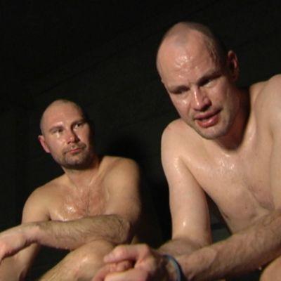 Kimmo Kuhta ja Jarkko Ruutu saunassa