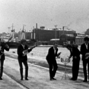 Antti Einiön yhtye soittaa satamassa