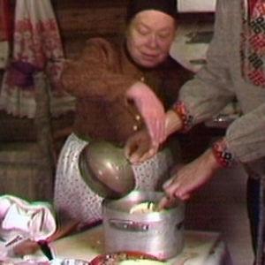 Kaalisalaatin valmistusta