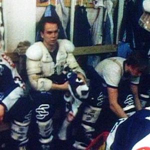 JyP HT:n joukkue pukukopissa 1985.