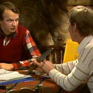 Jaakko Kolmonen ja Martti Partinen keskustelevat metsästyksen ja teurastuksen teoriasta.