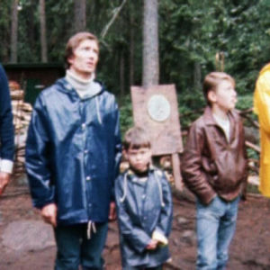 Isien ja poikien leiri Valkeekiven rannoilla 1980.