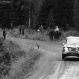 Timo Mäkinen ajaa Jyväskylän Suurajoissa 1965.