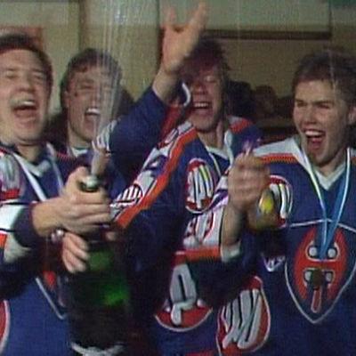 Tapparan Timo Susi ja Timo Jutila juhlivat mestaruutta 1987.