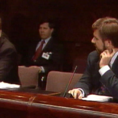 Esko Aho ja Toimi Kankaanniemi tiedotustilaisuudessa 1994