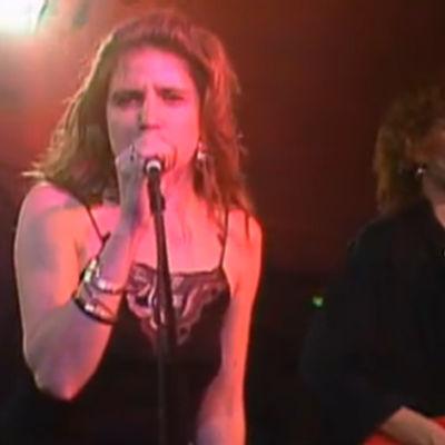 Ilona esiintyy 1987.