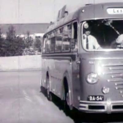 Ensimmäinen turistibussi Neuvostoliittoon.
