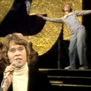 Markku Aro esiintyy ohjelmassa VIIHDEKAKKONEN: AVAJAISVIIHDE. (1974)