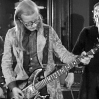 Juice Leskinen ja Coitus Int esiintyvät ohjelmassa Erään sävelmän synty (1974)