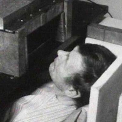 Saamelaisen miehen radioaktiivisuutta tutkitaan ruotsalaisella laitteella 1961.