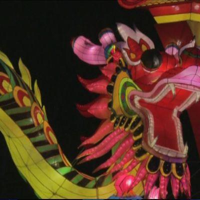 Kiinalaisen uudenvuoden juhlintaa Lontoossa