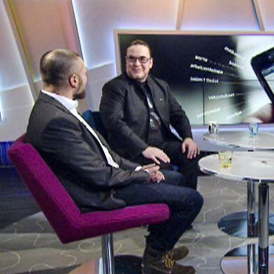 Bittiumin tietoturvaasiantuntija Juha Eskelin ja kansanedustaja Jyrki Kasvi Sanna Savikon haastateltavina Ylen aamu-tv:ssa.