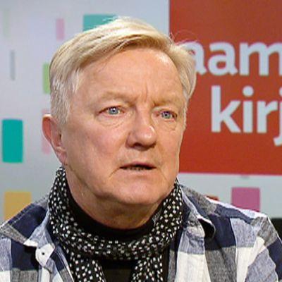 Kirjailija Hannu Väisänen.