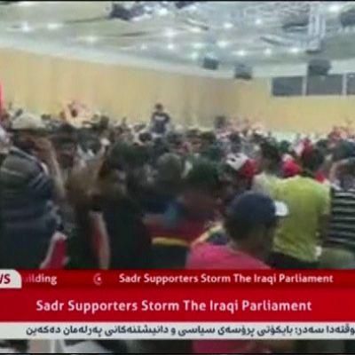Televisiokuvaa mielenosoittajista Bagdadin