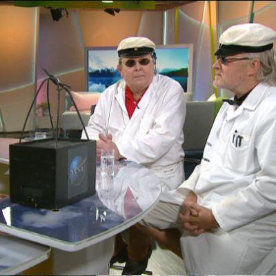 Jaakko Koskinen sekä Caj Munck aamu-tv:n studiossa
