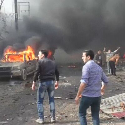 Näkymä Azazin kaupungista autopommin räjähdyksen jälkeen.