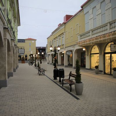 Zsar Outlet Village.