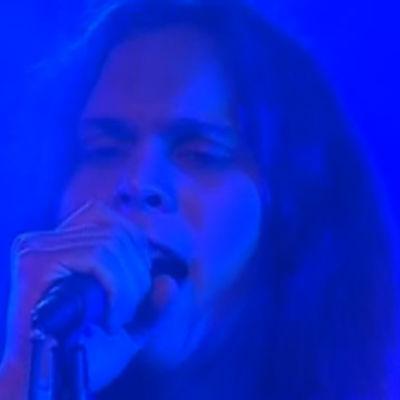 Ville Valo tulkitsee Wicked Game -kappaleen 1997.