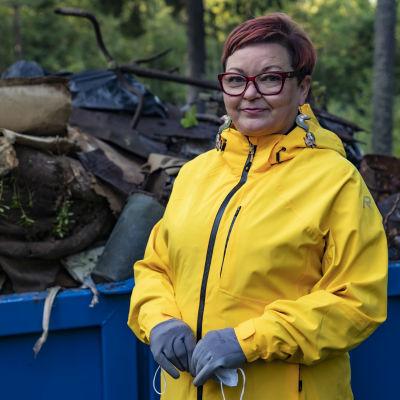 Kemiläinen Sari Ekorre oli yksi talkoolaisista, jotka keräsivät jätteitä Elijärveltä.
