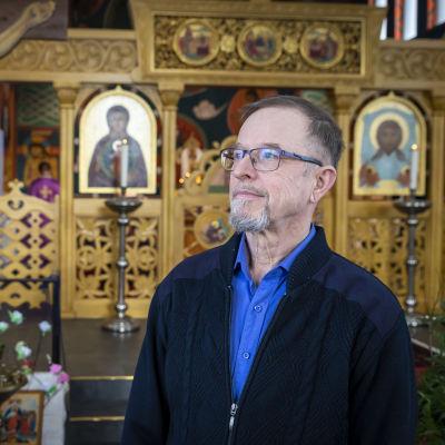 Hannu Rautio kirkossa.