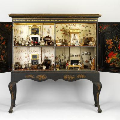 Killer Cabinet (1835–1838). Höjd 171 cm, bredd 160 cm, djup 56 cm. Victoria and Albert Museum, London.