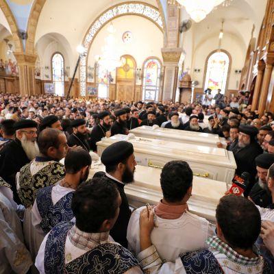De mördade pilgrimerna begravdes i byn Sawada i provinsen Minya i mellersta Egypten