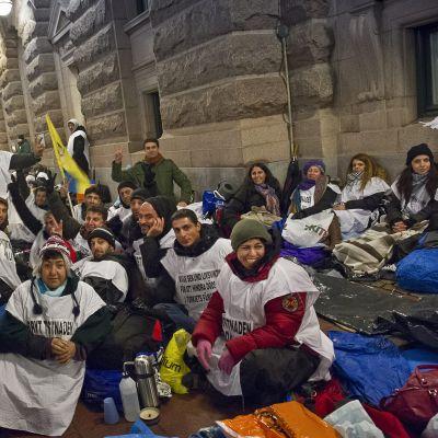 Kring 100 kurder ordnade en demonstration i Stockholm i oktober för att stöda de hungerstrejkande fångarna.