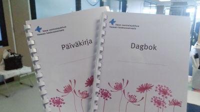 """Två dagböcker med texten """"vasa centralsjukus"""""""