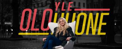 Juontaja Susanna Laine Yle olohuone promokuvassa