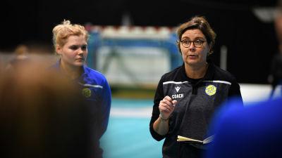 Birgitta Lindholm leder KyIF:s träningar, november 2020.