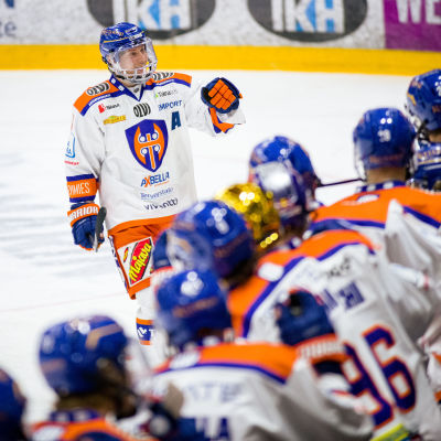 Patrik Virta firar mål.