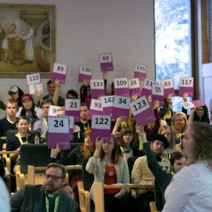 Ungdomar röstar om kyrkliga frågor