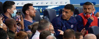 Lionel Messi på bänken i PSG.