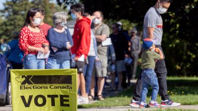 Justin Trudeau under valkampanjen kritik för att han utlyste nyval trots rådande coronarestriktioner.