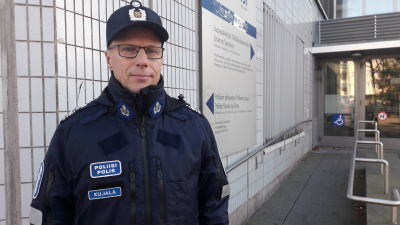 Överkommissarie Seppo Kujala vid Helsingforspolisen.