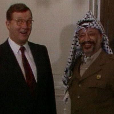 Jasser Arafat ulkoministeri Kalevi Sorsan vieraana