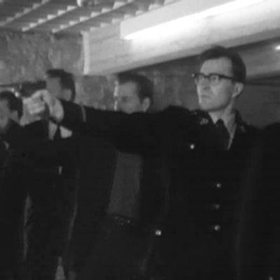 Poliisikokelaat harjoittelevat ampumista 1962.