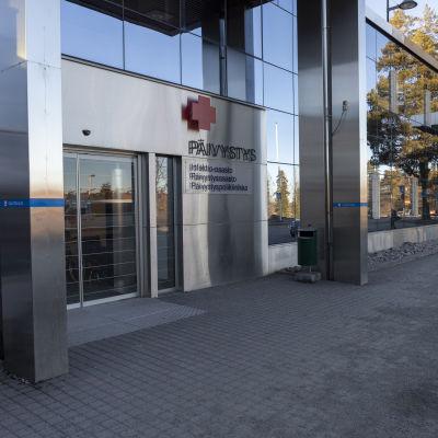 Keski-Suomen keskussairaalan päivystyspoliklinikan sisäänkäynti.