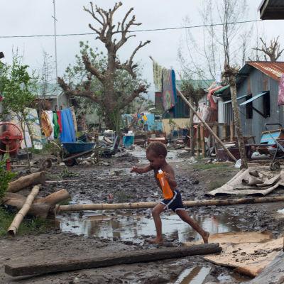 Cyklonen Pam lämnar förödelse efter sig på Vanuatu.
