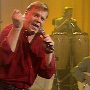 Vesa-Matti Loiri esiintyy ohjelmassa Lauantai-illan huumaa vuonna 1992