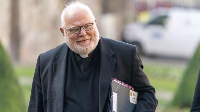 Reinhard Marx i prästkläder.
