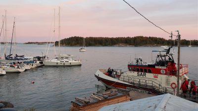 Sjöräddningssällskapets räddningskryssare Jenny Wihuri var tillfälligt stationerad vid Brännskär i Pargas, juli 2019.