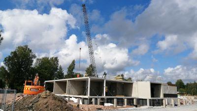 En byggnadskropp byggs upp på Ingåstrand.