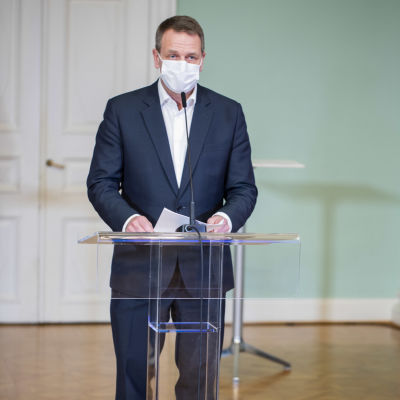Jan Vapaavuori med munskydd.