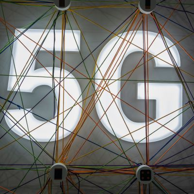 Bild av 5G-logo vid teknologimässan  MWC 2019 i Barcelona i februari 2019.