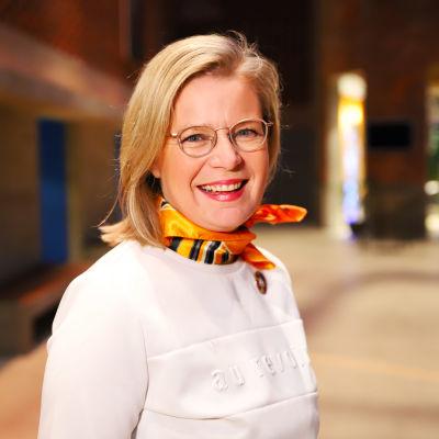 Hämeenlinnalainen kunnallispoliitikko Sari Rautio Verkatehtaalla.