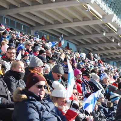 Yleisö Salpausselän kisoissa lauantaina  29. helmikuuta.