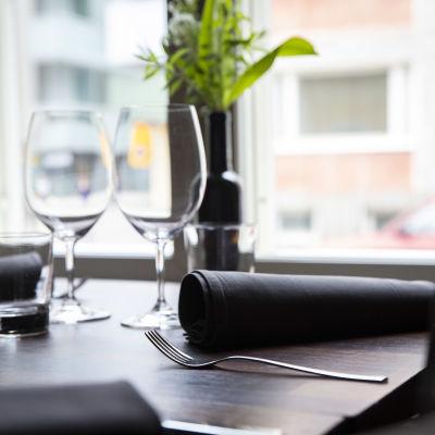 Aterimet pöydällä, Ravintola Kummisedässä, Kuopiossa.