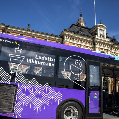Kuopion täyssähkö bussi, joka aloittaa liikkeinnöinnin kesäkussa